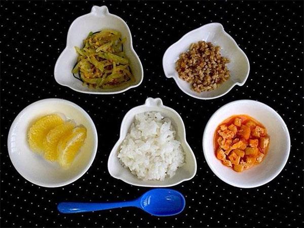 Bữa cơm cho trẻ cần đầy đủ các nhóm chất dinh dưỡng