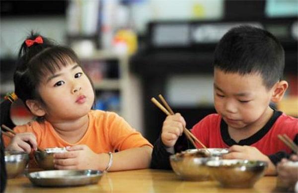 Trẻ ăn cơm quá sớm, chậm hấp thu và chậm tăng trưởng
